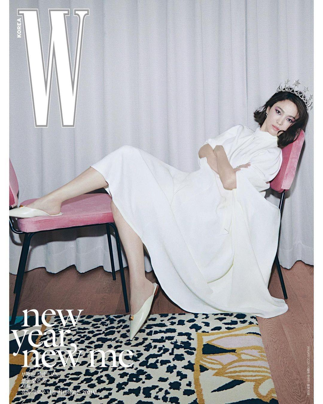 """Song Hye Kyo đeo vương miện 13 tỉ, đẹp như """"nữ vương"""" trên bìa chào năm mới của W Hàn ảnh 3"""