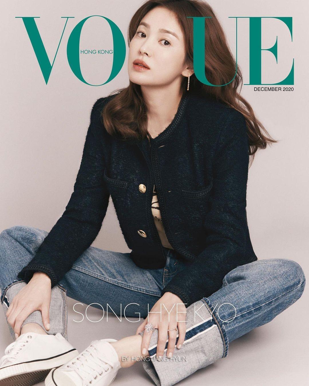 """Song Hye Kyo đeo vương miện 13 tỉ, đẹp như """"nữ vương"""" trên bìa chào năm mới của W Hàn ảnh 1"""