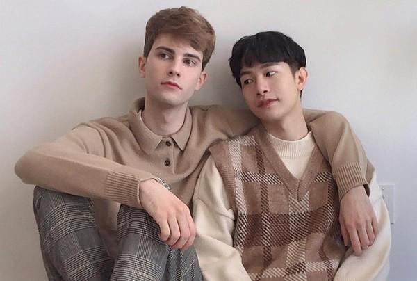 Tình yêu 5 năm của 2 chàng trai Canada - Hàn Quốc thu hút hơn 300K lượt followers trên MXH ảnh 1