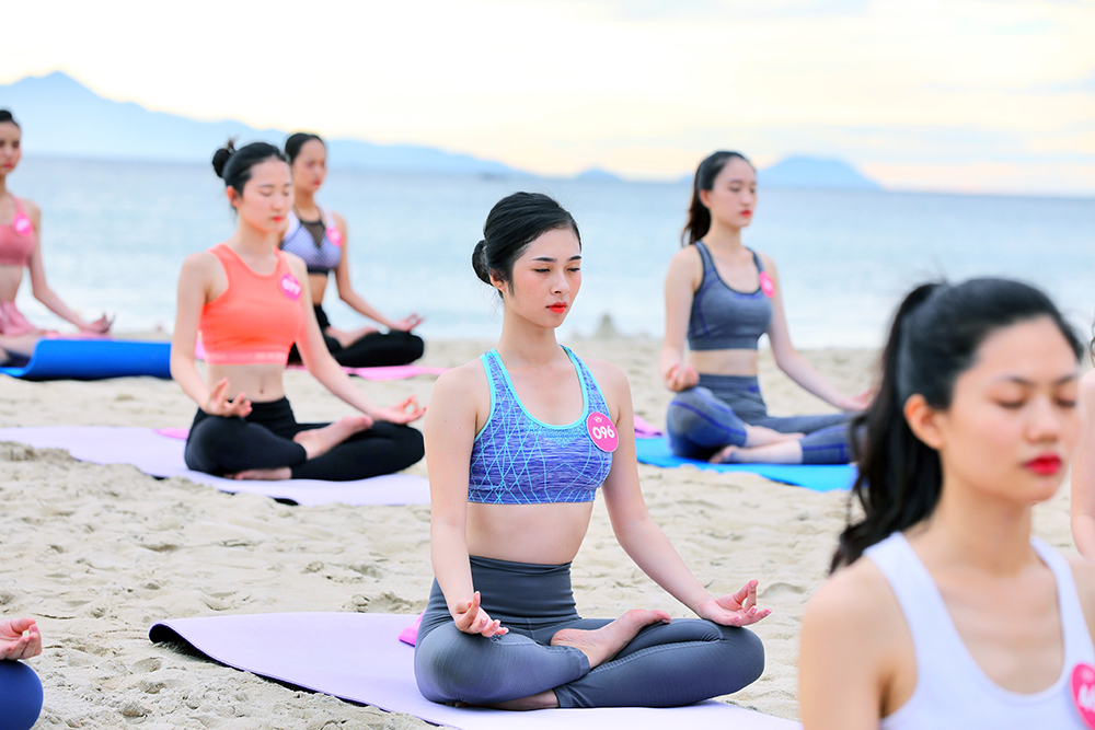 Thí sinh Hoa hậu Việt Nam 2018 gợi cảm trước biển Đà Nẵng ảnh 8