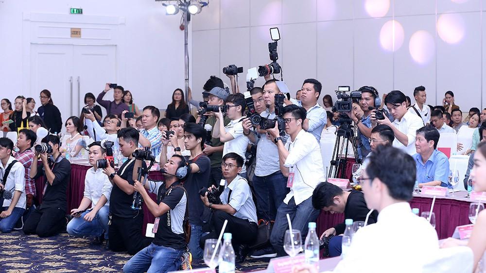 Toàn cảnh họp báo Chung kết Hoa hậu Việt Nam 2018 ảnh 17