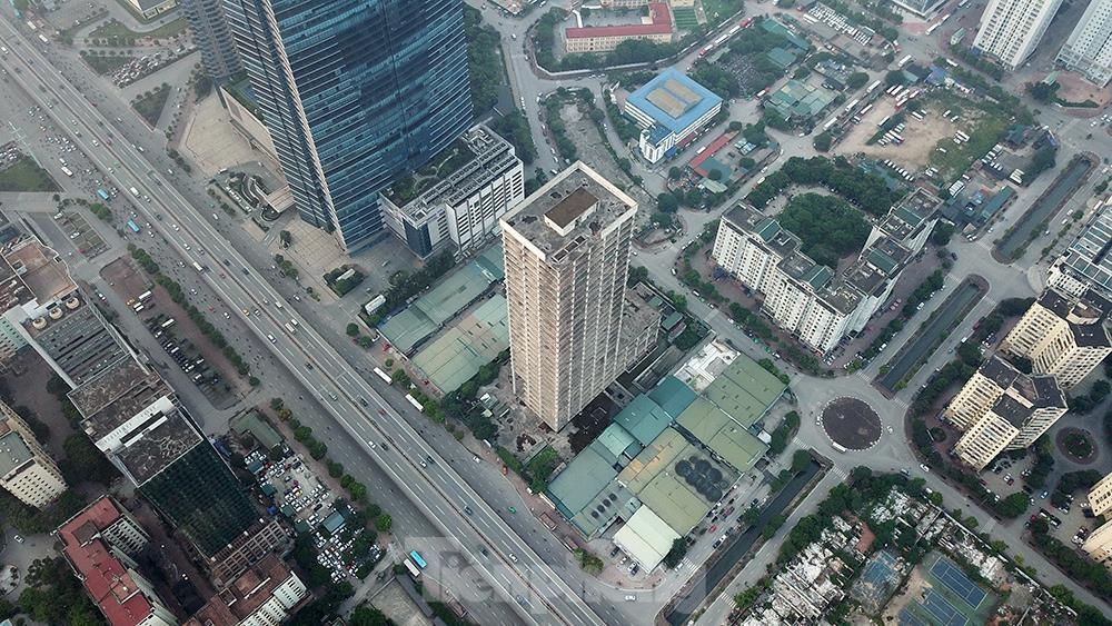 Nhìn gần tháp nghìn tỷ bị bỏ hoang lâu năm đang xin bán tại Hà Nội ảnh 1