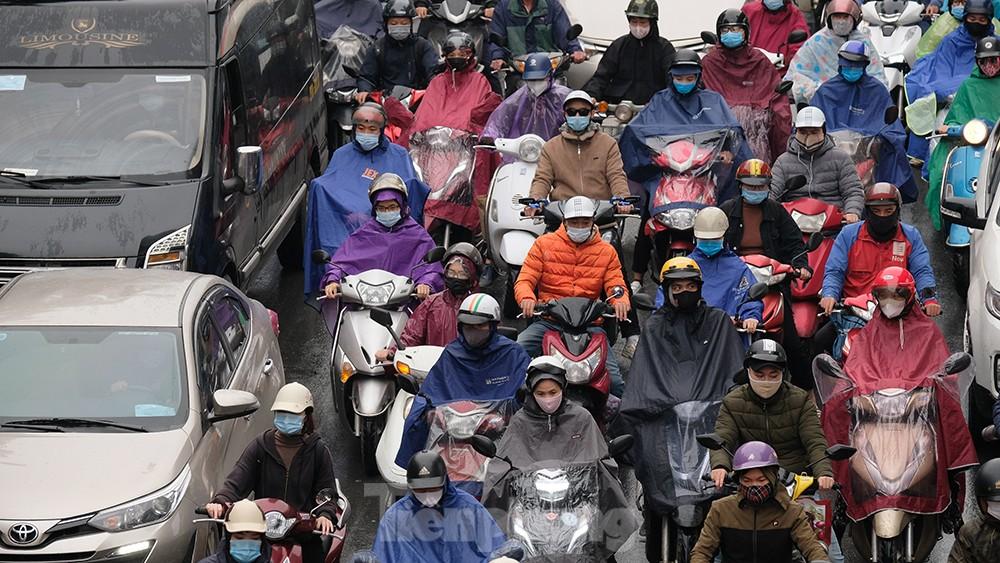 Giao thông Hà Nội ngày đầu tuần ùn tắc dưới trời mưa phùn ẩm ướt ảnh 3