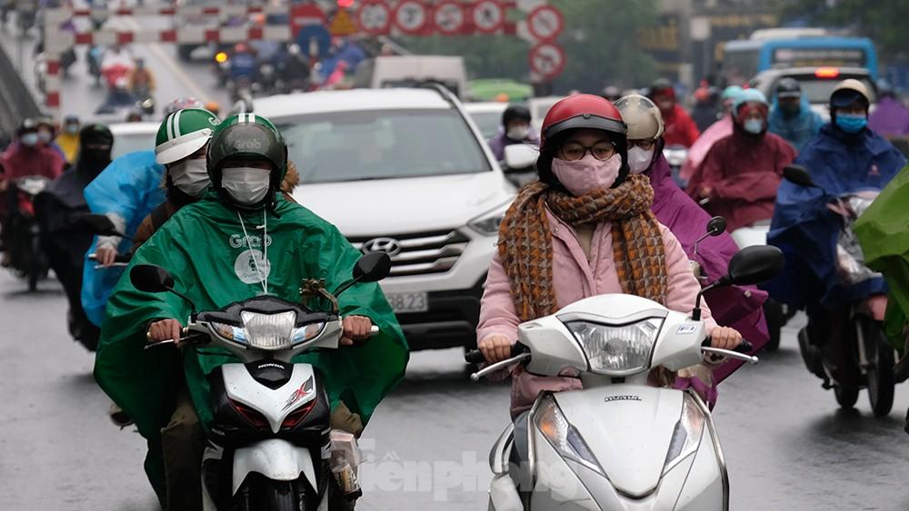 Giao thông Hà Nội ngày đầu tuần ùn tắc dưới trời mưa phùn ẩm ướt ảnh 5