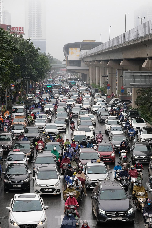 Giao thông Hà Nội ngày đầu tuần ùn tắc dưới trời mưa phùn ẩm ướt ảnh 6