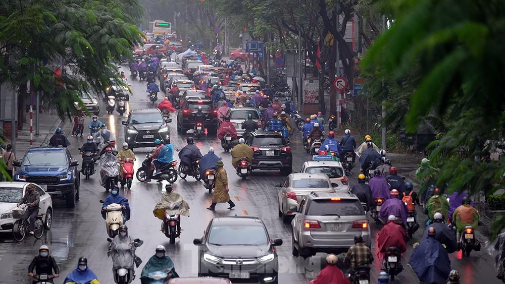 Giao thông Hà Nội ngày đầu tuần ùn tắc dưới trời mưa phùn ẩm ướt ảnh 8