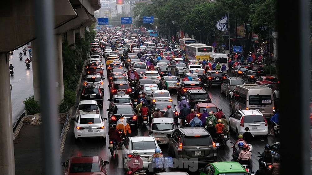 Giao thông Hà Nội ngày đầu tuần ùn tắc dưới trời mưa phùn ẩm ướt ảnh 10