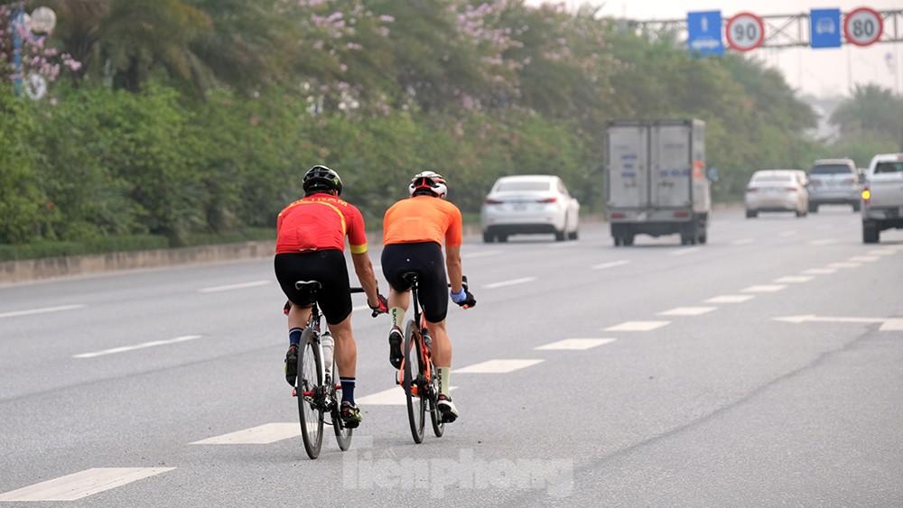 Lạnh gáy cảnh 'đua' xe đạp, lái ba gác trên đại lộ Võ Nguyên Giáp ảnh 3