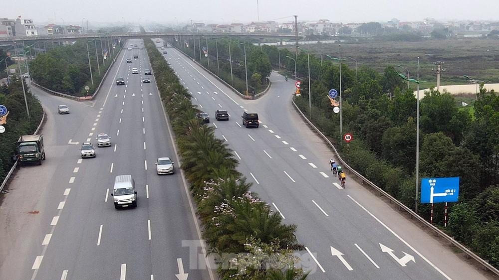 Lạnh gáy cảnh 'đua' xe đạp, lái ba gác trên đại lộ Võ Nguyên Giáp ảnh 4
