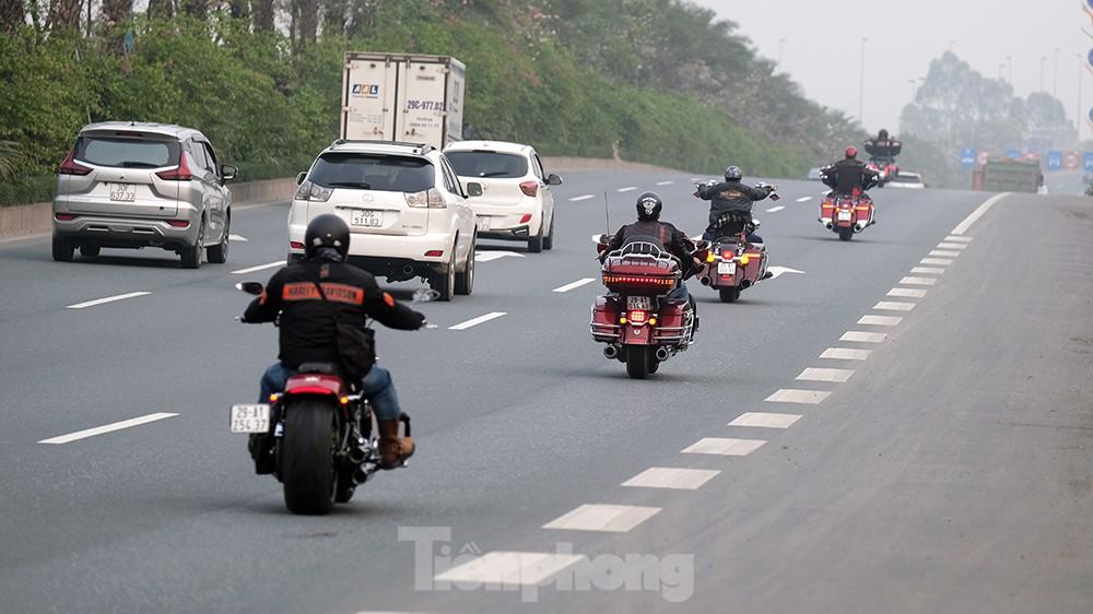 Lạnh gáy cảnh 'đua' xe đạp, lái ba gác trên đại lộ Võ Nguyên Giáp ảnh 6
