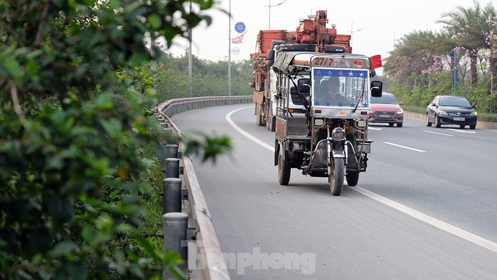 Lạnh gáy cảnh 'đua' xe đạp, lái ba gác trên đại lộ Võ Nguyên Giáp ảnh 7