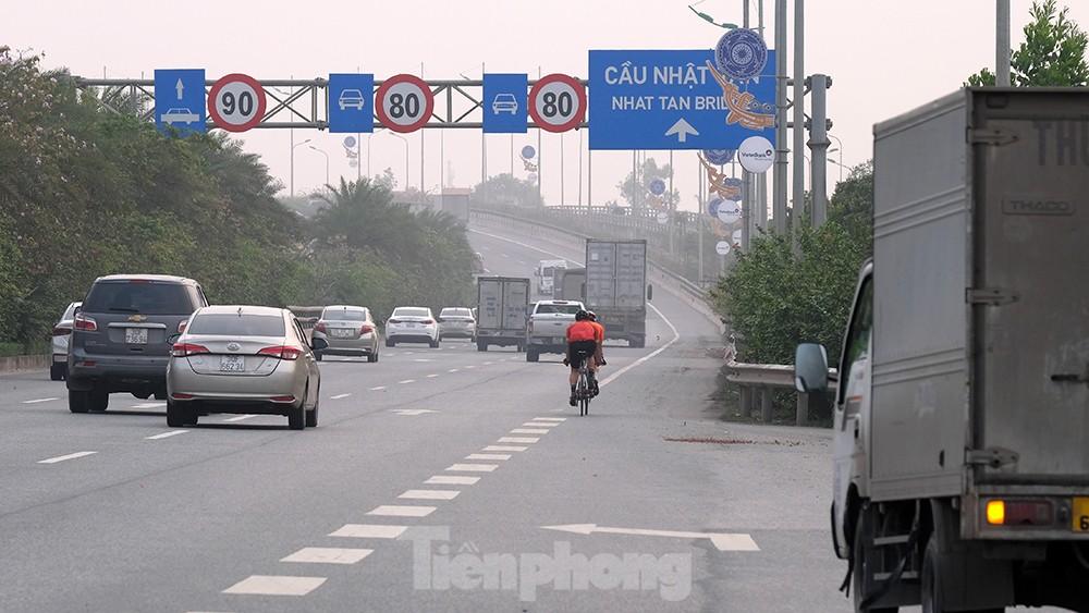 Lạnh gáy cảnh 'đua' xe đạp, lái ba gác trên đại lộ Võ Nguyên Giáp ảnh 8