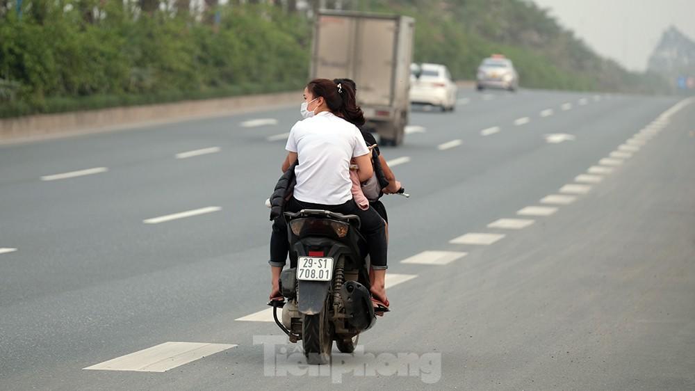 Lạnh gáy cảnh 'đua' xe đạp, lái ba gác trên đại lộ Võ Nguyên Giáp ảnh 9