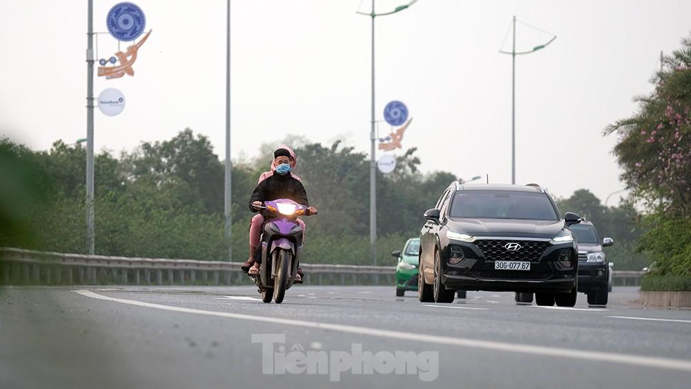 Lạnh gáy cảnh 'đua' xe đạp, lái ba gác trên đại lộ Võ Nguyên Giáp ảnh 10