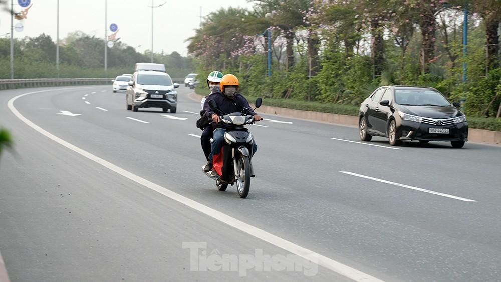 Lạnh gáy cảnh 'đua' xe đạp, lái ba gác trên đại lộ Võ Nguyên Giáp ảnh 11