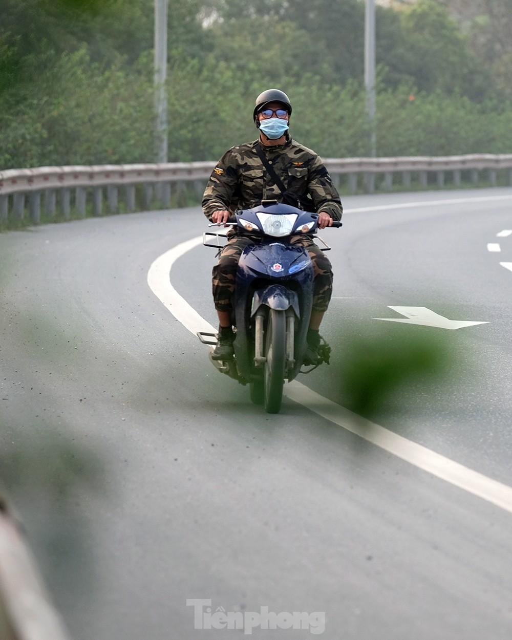 Lạnh gáy cảnh 'đua' xe đạp, lái ba gác trên đại lộ Võ Nguyên Giáp ảnh 12