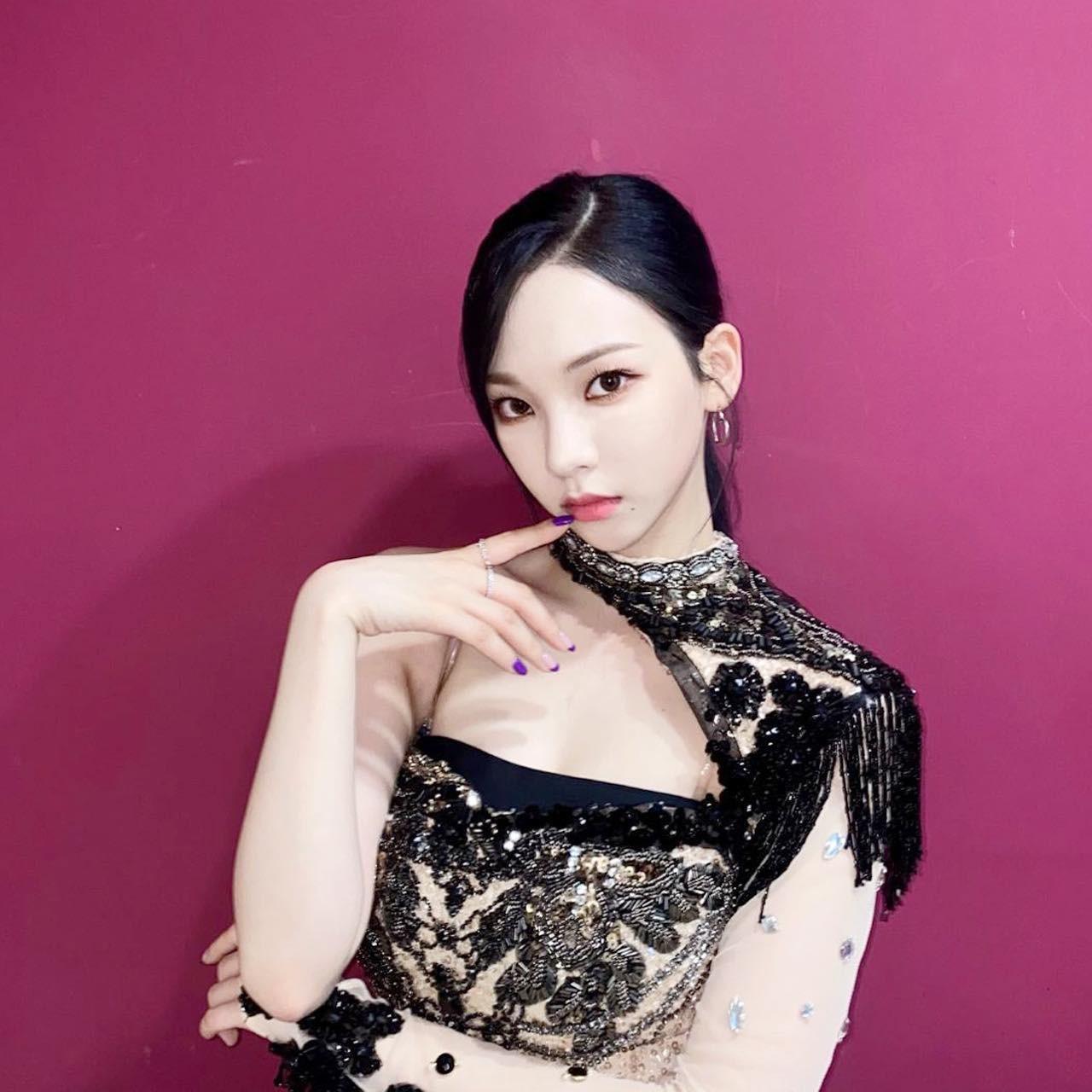 """Chỉ cần để tóc mái thưa, Karina (aespa) khiến netizen phải công nhận """"mỹ nhân thế hệ mới"""" ảnh 1"""