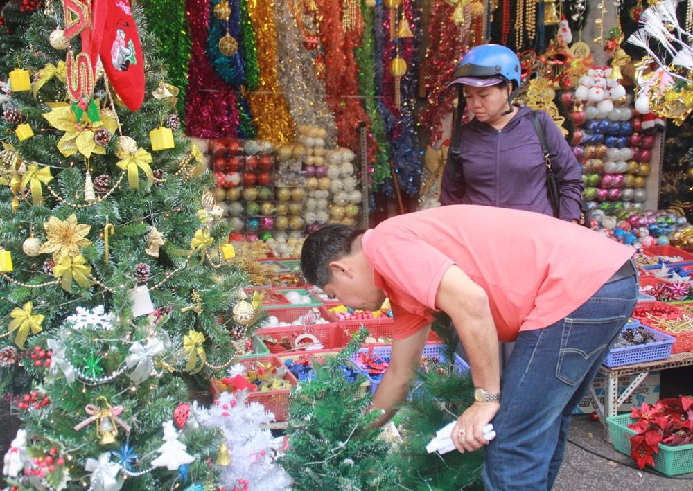 Phố Sài Gòn lung linh đón Giáng sinh ảnh 3