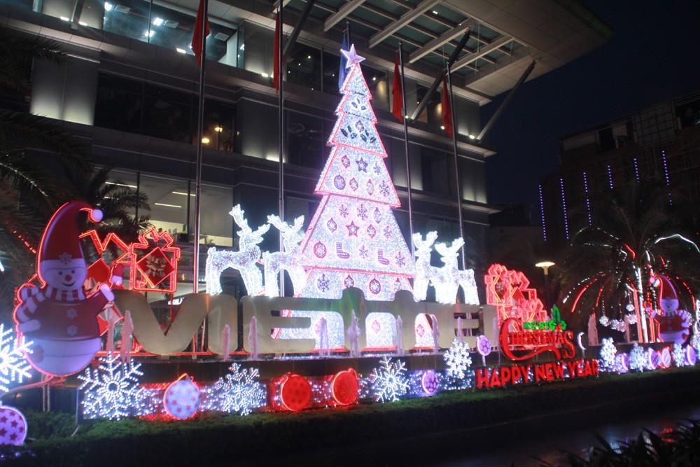 Phố Sài Gòn lung linh đón Giáng sinh ảnh 10
