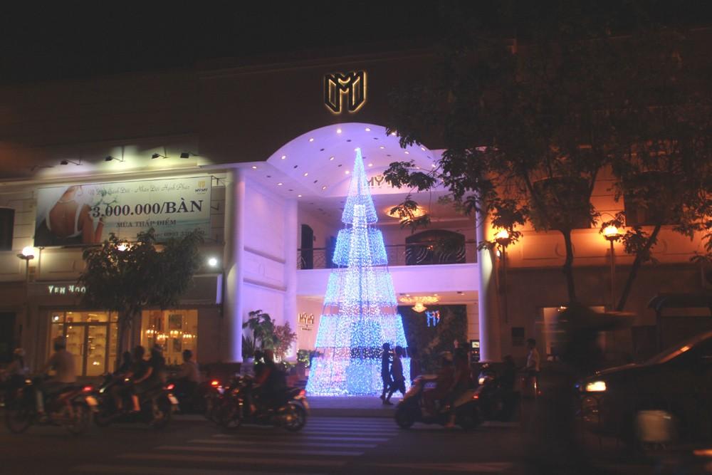 Phố Sài Gòn lung linh đón Giáng sinh ảnh 17