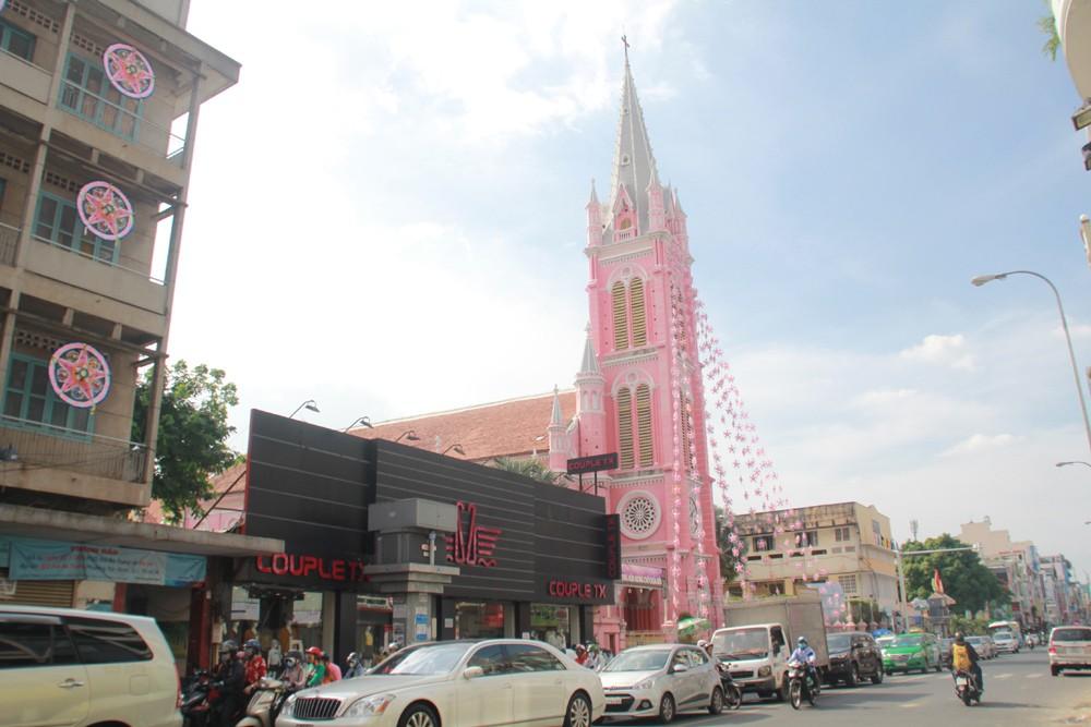 Phố Sài Gòn lung linh đón Giáng sinh ảnh 7