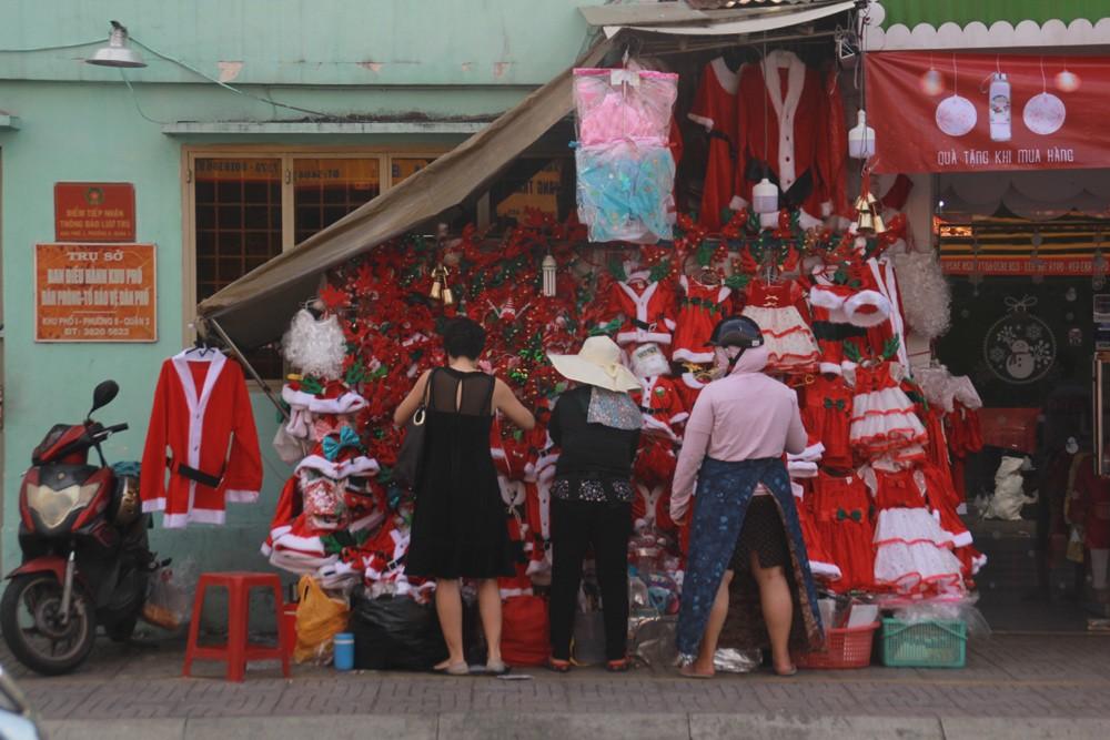 Phố Sài Gòn lung linh đón Giáng sinh ảnh 5