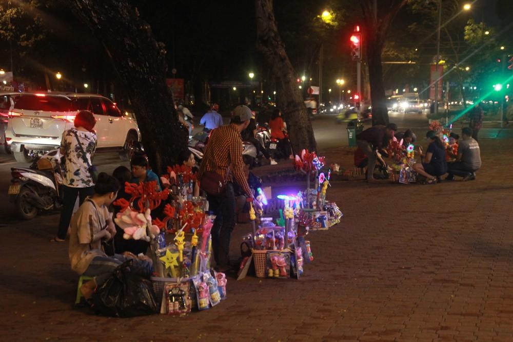 Phố Sài Gòn lung linh đón Giáng sinh ảnh 28