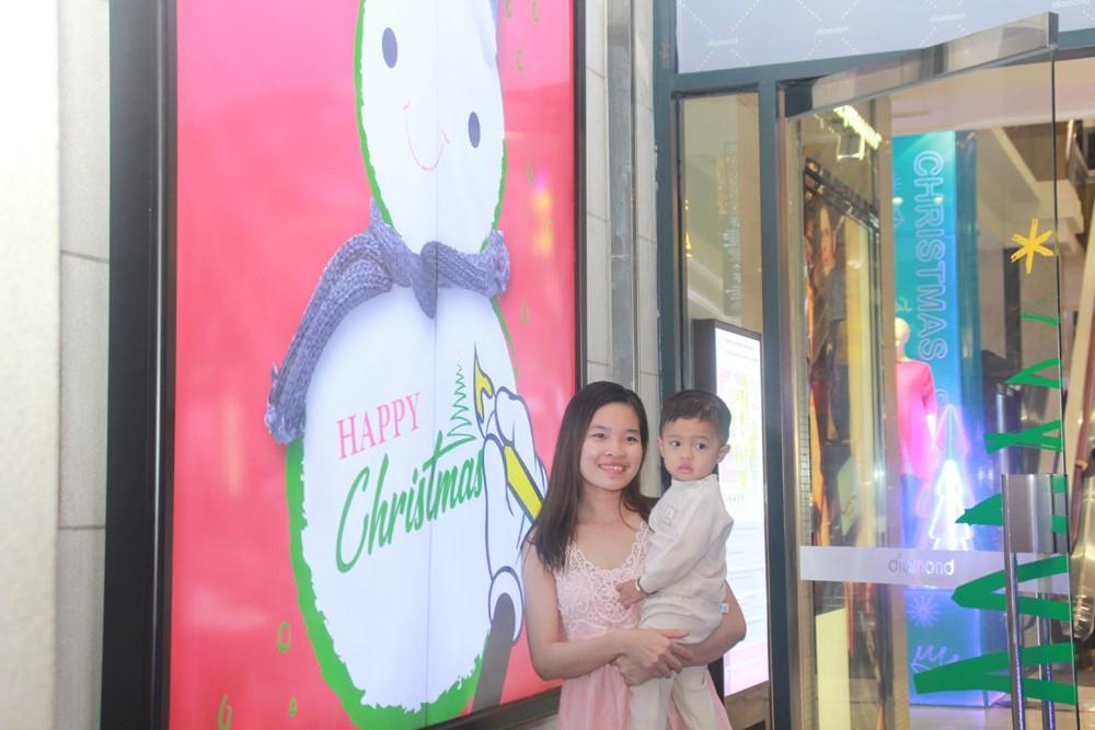 Phố Sài Gòn lung linh đón Giáng sinh ảnh 23
