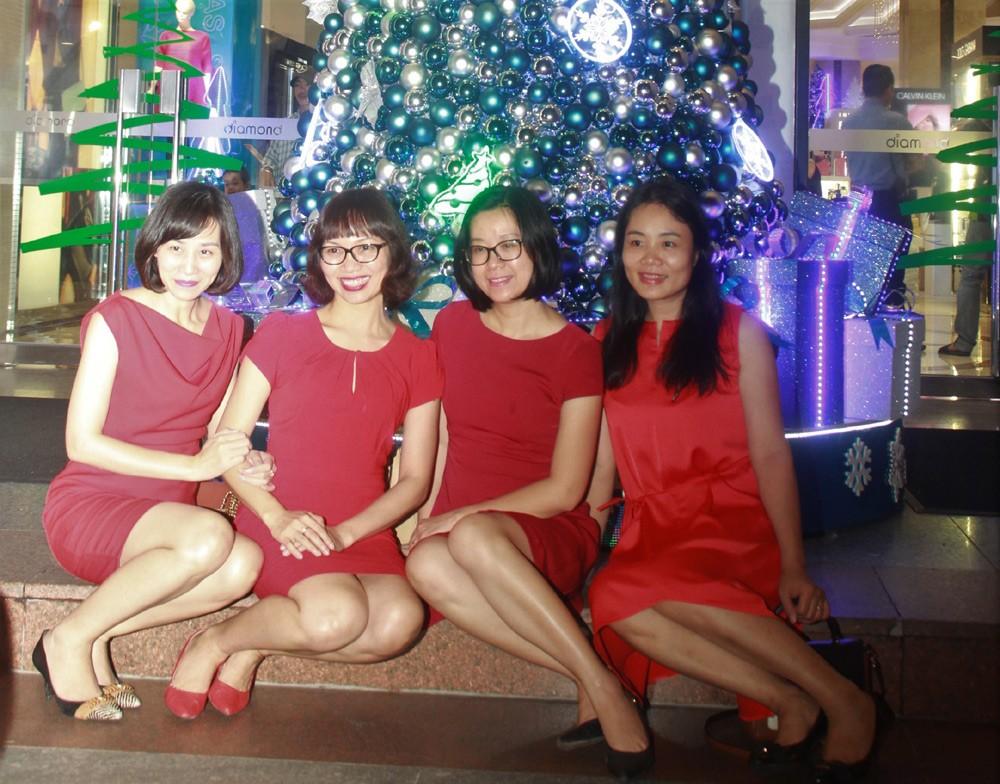 Phố Sài Gòn lung linh đón Giáng sinh ảnh 24