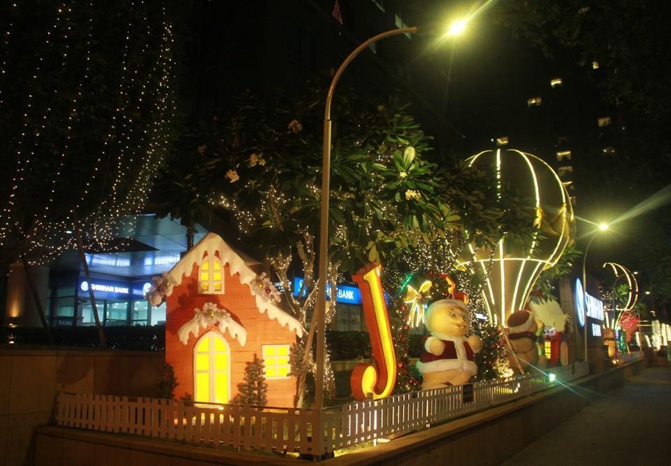 Phố Sài Gòn lung linh đón Giáng sinh ảnh 14