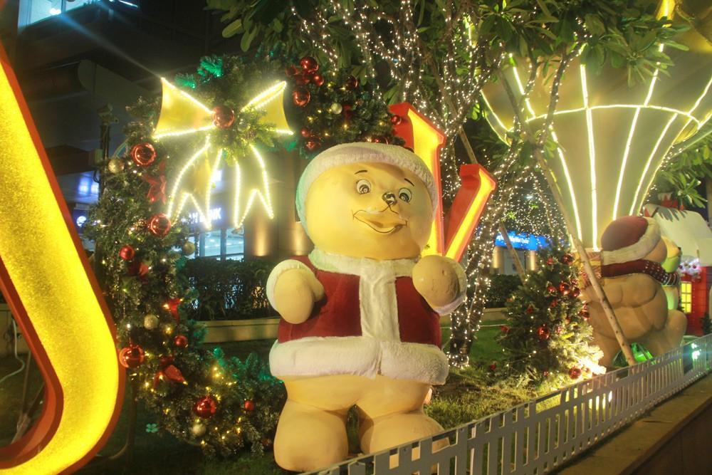 Phố Sài Gòn lung linh đón Giáng sinh ảnh 15