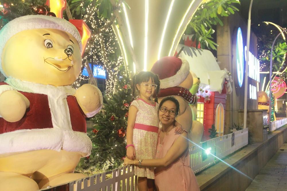 Phố Sài Gòn lung linh đón Giáng sinh ảnh 21