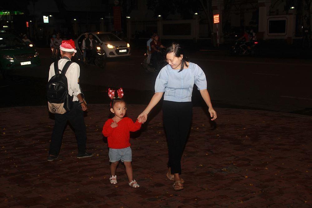 Phố Sài Gòn lung linh đón Giáng sinh ảnh 22