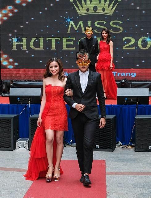 TOP 20 Miss HUTECH rạng ngời trong trang phục thời trang ảnh 11