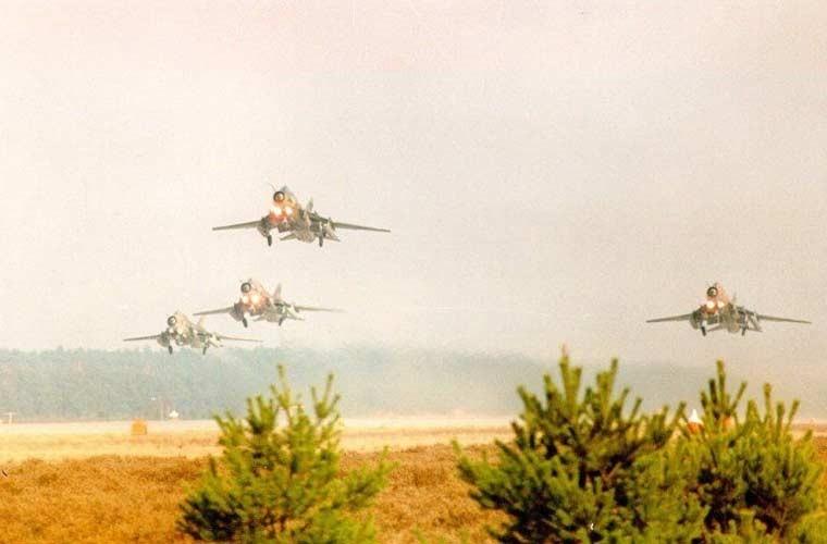 Quốc gia nào đang dùng máy bay Su-22 giống Việt Nam? ảnh 7