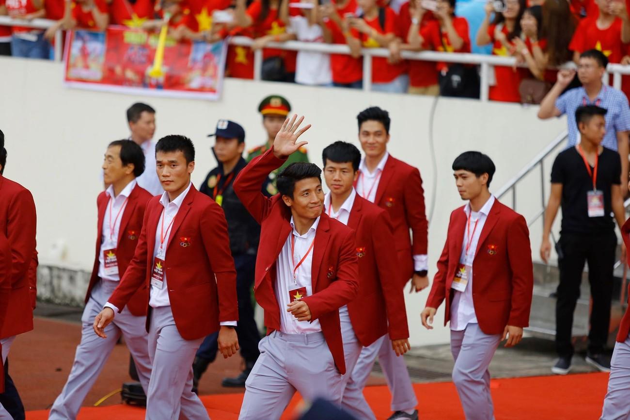 'Bay' trên sân Mỹ Đình trong ngày mừng công Thể thao Việt Nam ảnh 20