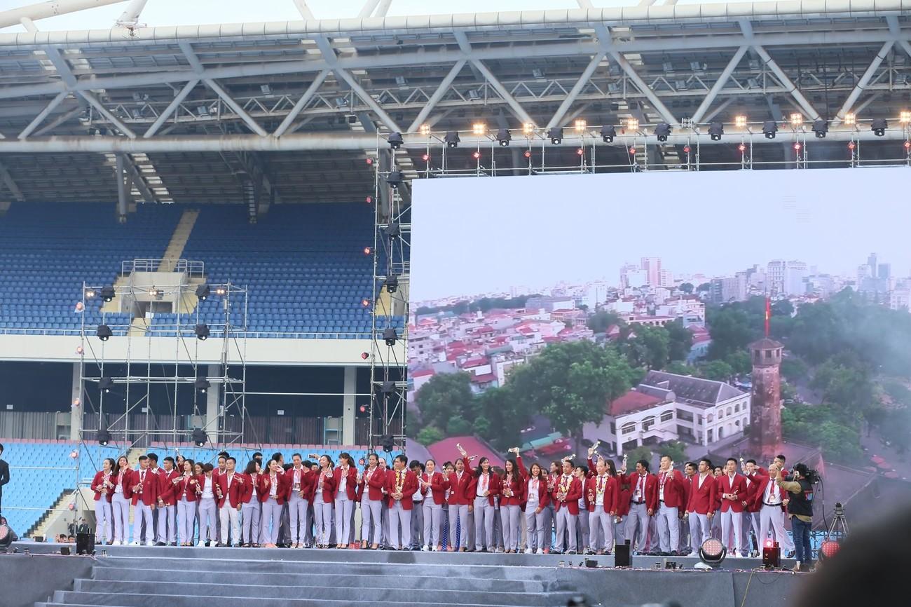 'Bay' trên sân Mỹ Đình trong ngày mừng công Thể thao Việt Nam ảnh 27
