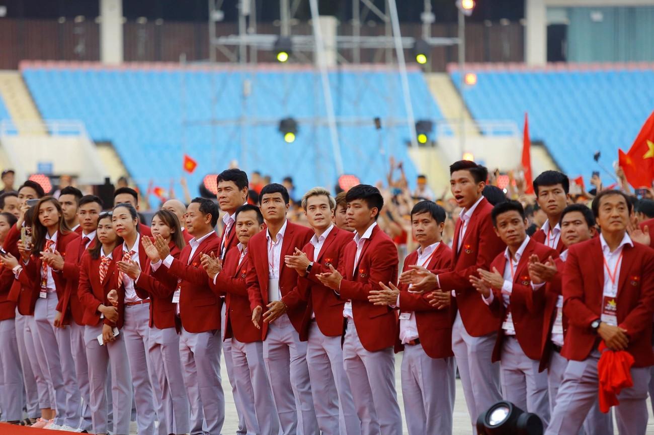 'Bay' trên sân Mỹ Đình trong ngày mừng công Thể thao Việt Nam ảnh 23