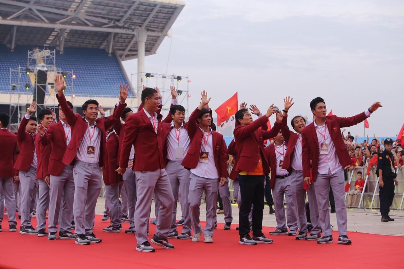 'Bay' trên sân Mỹ Đình trong ngày mừng công Thể thao Việt Nam ảnh 25