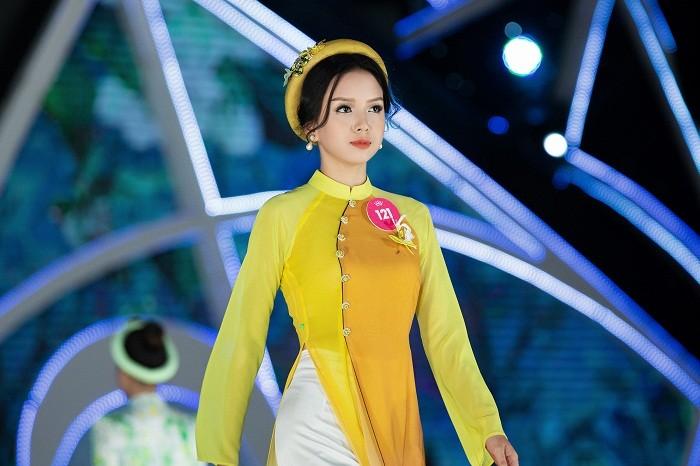 Nét duyên dáng của thí sinh HHVN 2018 trong tà áo dài thướt tha ảnh 5