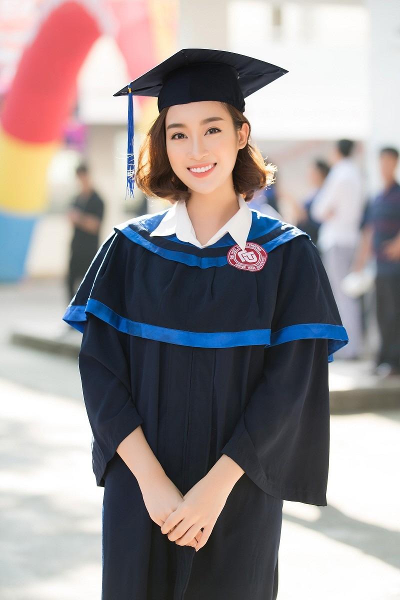 Hoa hậu Đỗ Mỹ Linh rạng rỡ ngày nhận bằng tốt nghiệp đại học ảnh 2