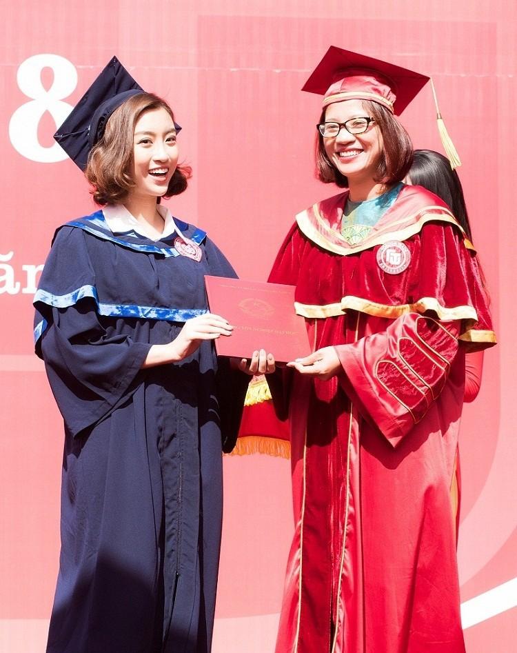 Hoa hậu Đỗ Mỹ Linh rạng rỡ ngày nhận bằng tốt nghiệp đại học ảnh 7