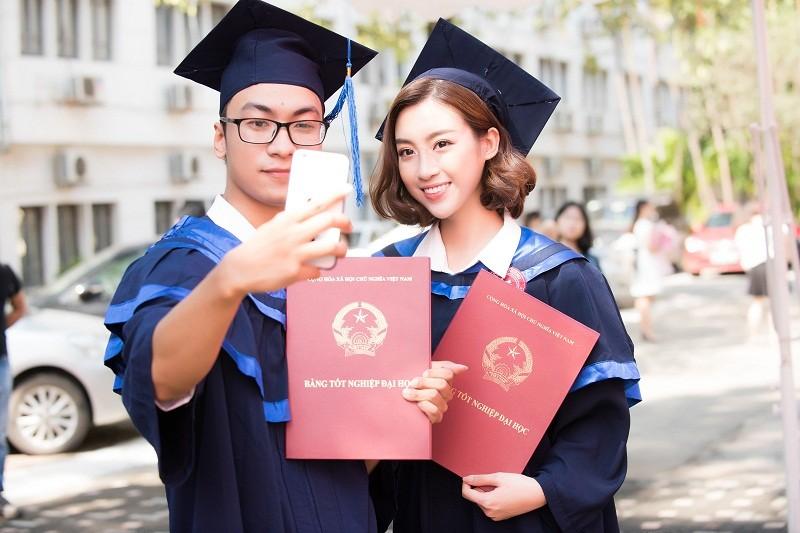 Hoa hậu Đỗ Mỹ Linh rạng rỡ ngày nhận bằng tốt nghiệp đại học ảnh 12