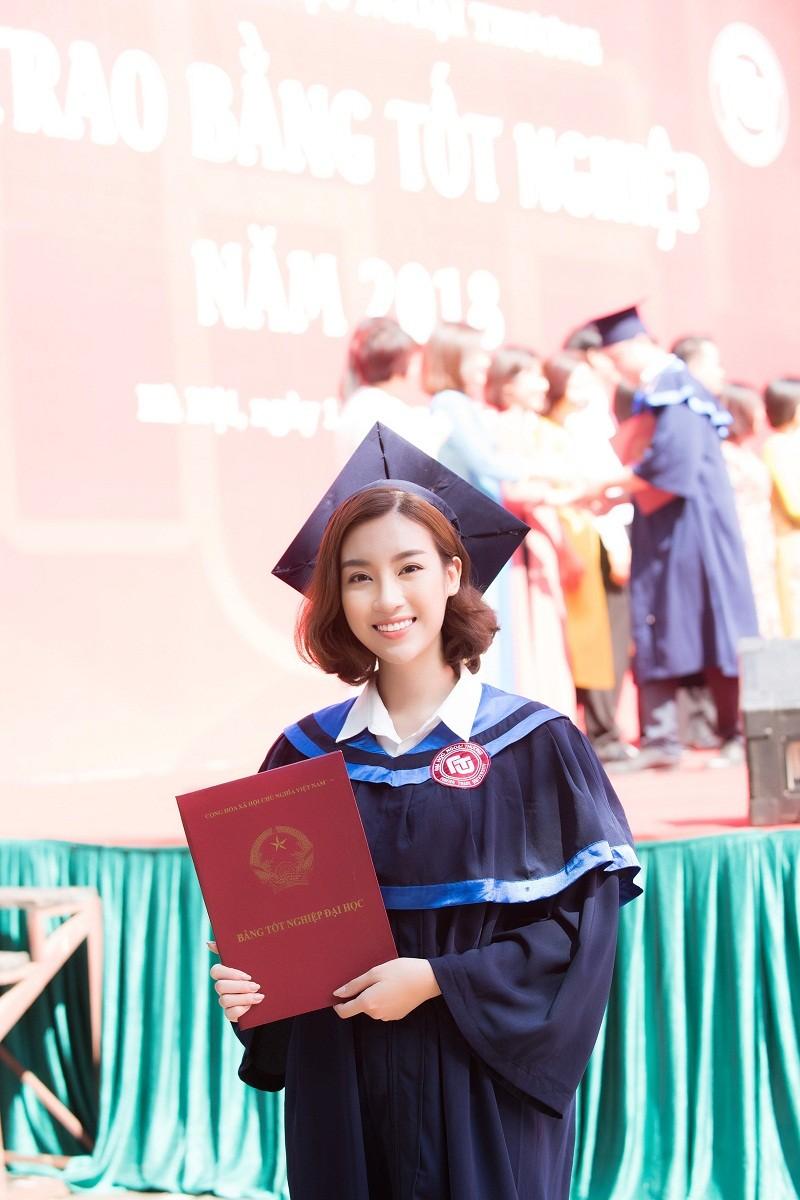 Hoa hậu Đỗ Mỹ Linh rạng rỡ ngày nhận bằng tốt nghiệp đại học ảnh 10