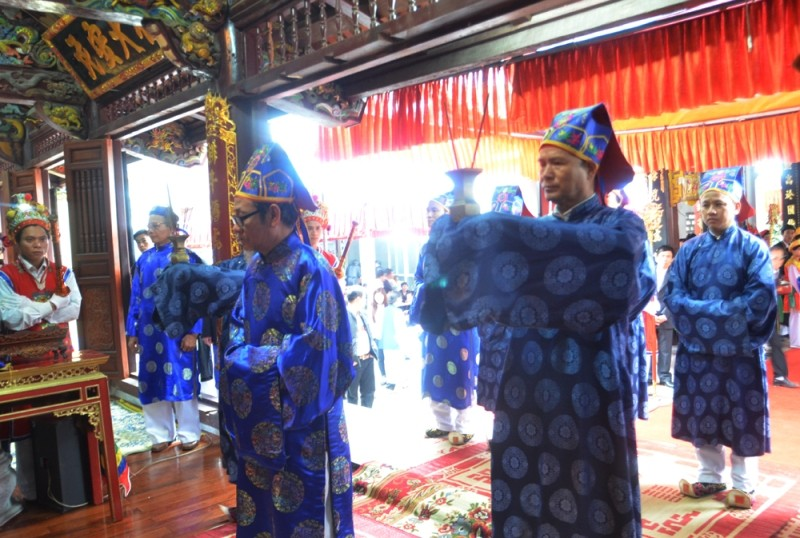 Về Triều Khúc xem trai làng giả gái múa Bồng ảnh 1