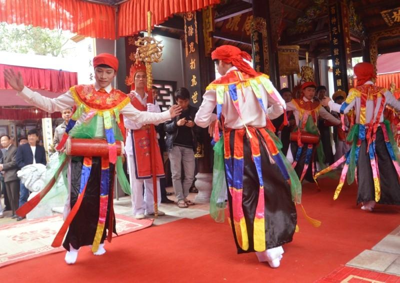 Về Triều Khúc xem trai làng giả gái múa Bồng ảnh 2
