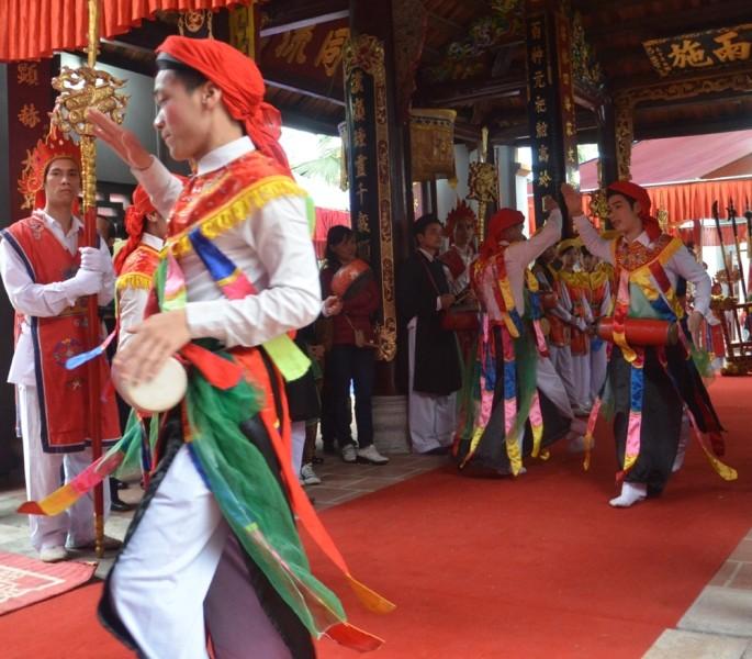 Về Triều Khúc xem trai làng giả gái múa Bồng ảnh 3