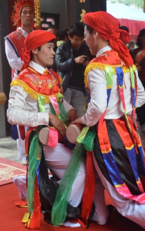 Về Triều Khúc xem trai làng giả gái múa Bồng ảnh 4