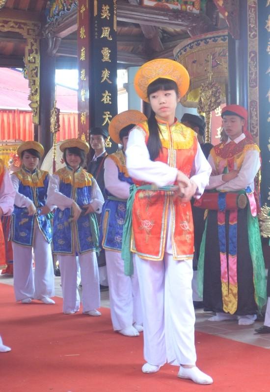 Về Triều Khúc xem trai làng giả gái múa Bồng ảnh 5