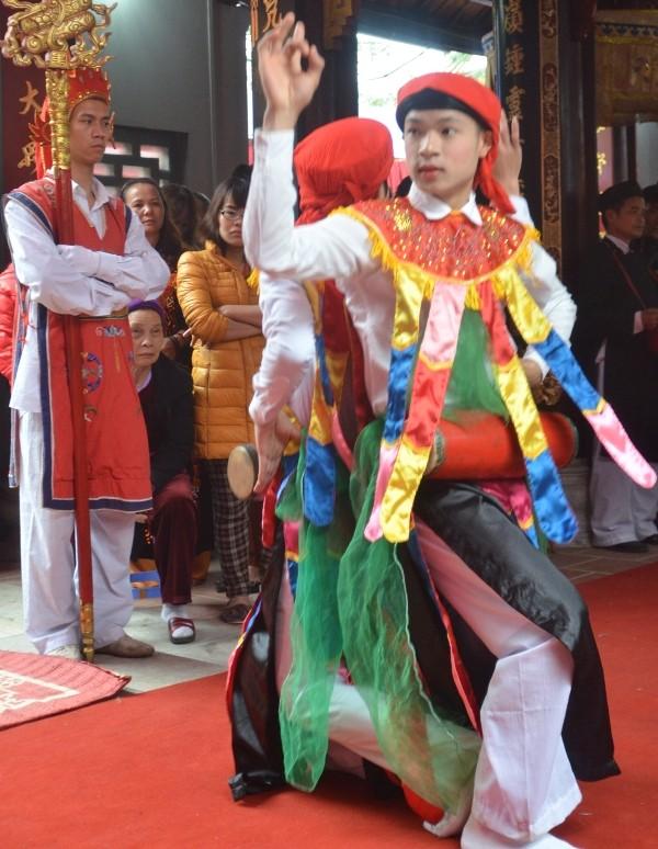 Về Triều Khúc xem trai làng giả gái múa Bồng ảnh 6